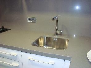 Foto 4 detalle del silestone pulido con fregadero bajo encimera.
