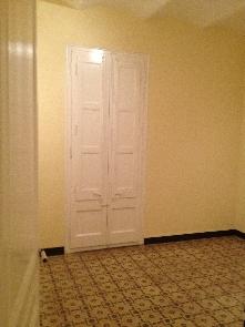 Habitación, pulido de mosaicos, pintura y esmalte en paredes y carpintería.