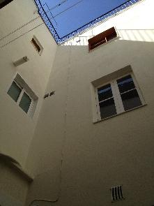 Paramentos totalmente saneados y acabado con pintura de fachadas.